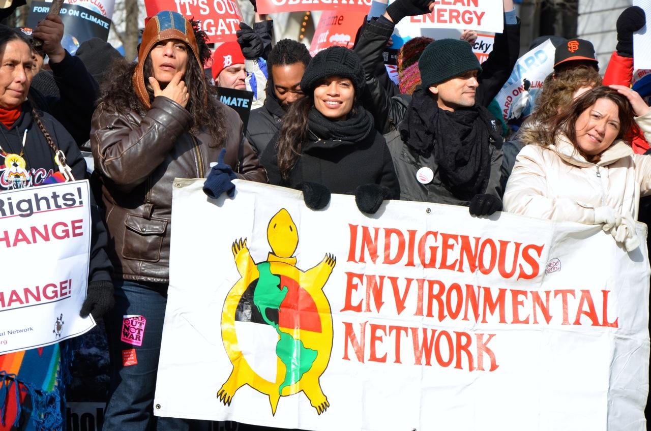 Las compensaciones y el comercio de carbono: una lógica que viola los derechos indígenas y los derechos humanos