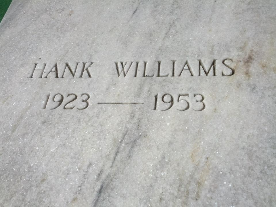 HankWilliams_grave2a